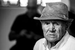 Retrato (Portrait) (A. Paulo C. M. Oliveira) Tags: instantâneo snapshot gentes blackandwhite bw retrato portrait porto portugal nikon d3000 peoples preto e branco pb