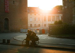 (litrator) Tags: toulouse france europe city old town street sunset couple love sweet moment light lightning people