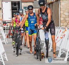 38412067_1684411135021666_668061723143438336_n (Luis Velo) Tags: triatlón deporte nadar bici correr galicia rianxo sprint triathlon sport swim bike run sol agua calor amigos friends puerto