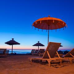No it's not Ibiza (Patrick Herzberg) Tags: nederland zomer blauw d7200 katwijk nikon parasol strand strandstoel water zand zee zonsondergang