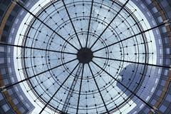 Place ronde (erichudson78) Tags: france iledefrance hautsdeseine ladéfense architecture canoneos6d canonef24105mmf4lisusm roundshape flickrfriday grandangle wideangle cercle circle avril april