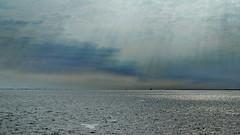 Himmel und Wasser (antje whv) Tags: cuxhaven elbe wolken clouds gegenlicht