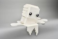 LEGO Monochrome Big BrickHeadz in White (Pasq67) Tags: lego monochrome afol toy toys flickr legography pasq67 brickheadz france 2018 big white blanc heatwave brickpirate