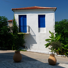 Tradional house at Methoni, Messinia, Greece (Yiannis Sinadinos) Tags: traditionalhouse methoni messinia greece μεθώνη μεσσηνία ελλάδα σπίτι αρχιτεκτονική architecture