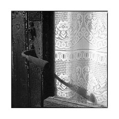 the old curtain • arnay, burgundy • 2017 (lem's) Tags: old curtain door handle vieux rideau porte clenche nationale 6 n6 arnay le duc bourgogne burgundy zenza bronica