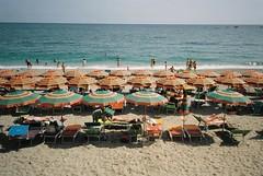 Monterosso (cranjam) Tags: ricoh gr1 gr1v film kodak portra160 italy italia cinqueterre liguria monterosso beach spiaggia sea mare marmediterraneo mediterraneansea liguriansea marligure unesco worldheritagesite umbrellas ombrelloni sand sabbia summer estate