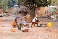 Korhogo scene (10b travelling / Carsten ten Brink) Tags: 10btravelling 2018 africa africaine african afrika afrique carstentenbrink cotedivoire elfenbeinkueste iptcbasic ivorian ivorycoast korhogo senoufo senufo westafrica africain cmtb cosmetics ivoirien ivoirienne karite north shea sheabutter sheanut tenbrink