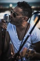 3Ᵽ{°°~ (*BegoñaCL) Tags: hombre músico música envivo verano chiringuito playa micrófono gafas guitarra valencia begoñacl