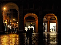 three choices (paddy_bb) Tags: olympusomd paddybb 2018 mft microfourthirds italy architecture architektur italia bologna rain evening travel piazza italien