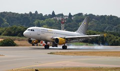 EC-MGF Airbus A319-112 Vueling Airlines (R.K.C. Photography) Tags: ecmgf airbus a319112 a319 vuelingairlines vuelingcom vy vlg aircraft airliners aviation luton bedfordshire england unitedkingdom uk spanish ltn eggw londonlutonairport canoneos100d