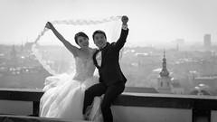 Lifiting the Veil (Torsten Reimer) Tags: himmel schwarzweis cityscape prague europa blackandwhite couple prag sky wedding tschechien czechia europe czechrepublic cz