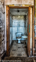 20171120_LANCASTER and WV_20171120-BFF_4916WV Penitentiary (Bonnie Forman-Franco) Tags: bathroom penitentiary westvirginia westvirginiapenitentiary westvirginiaprison moundsville abandoned abandonedprison abandonedpenitentiary oldandrusty photoladybon bonnie doors indoors nonhdr architecture photography photographybywomen photographer