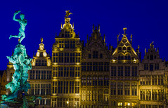 Blue and golden hour in the city of Antwerp. (ost_jean) Tags: antwerp anvers antwerpen goldenhour blue nightscape ostjean longexposure city belgium belgie nachtaufnahme avond fotografie buildings lights architecture nikon d5200 tamron sp af 1750mm f28 xr di ii vc ld
