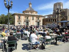 Tourists Relaxing, Valencia (ChiralJon) Tags: valencia spain sunshine long weekend break magazine news newspaper travel tourism cathedral plaza virgen photography