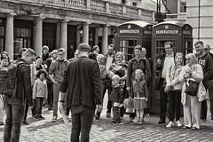 street entertainer (plw1053) Tags: plw1053 paullgwells monochrome blackandwhite bw noiretblanc mono street londonstreets candid tenfiftythreeimagescom tenfiftythreeimages crowd people group london