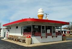 Alice's Place - Elburn, Illinois (Cragin Spring) Tags: illinois il midwest unitedstates usa unitedstatesofamerica icecreamstand icecream icecreamcone elburn elburnil elburnillinois alicesplace