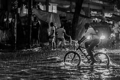 Cycling in the rain (brunomalfondet) Tags: noir et blanc santa marta colombie nuit pluie psp unehistoiredansunephoto
