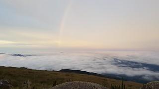 Mar de nuvens com Arco Íris