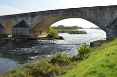 Loire sous l'arche (RarOiseau) Tags: beaugency laloire pierre fleuve paysage loiret saariysqualitypictures pont viaduc v1500