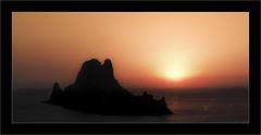 Isla Vedra (Jean-Louis DUMAS) Tags: sunset sunrise sun sunlight coucherdesoleil crépuscule creativeartphotography îles mer océan water sea seascape landscape landscapesdreams frame
