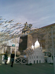 Easter week (1) (VERUSHKA4) Tags: europe russia nokia moscow city hccity cityscape people two girl monumet yurydolgoruky square tverskaya outdoor street decoration art church shadow shade buillding easter holiday april spring day ball sky croi dome cupolas ville view vue wooden tape telephoneshot