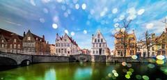 Bruges 2018 (15) -Fuite de Lumière (YᗩSᗰIᘉᗴ HᗴᘉS +15 000 000 thx) Tags: landscape bruges fuitedelumière bokeh lght flandres water bridge 7dwf belgium europa aaa namuroise look photo friends be wow yasminehens interest intersting eu fr greatphotographers lanamuroise