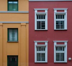 Orange and red (Teelicht) Tags: architektur deutschland germany innenstadt meckpomm mecklenburgvorpommern rostock architecture centralbusinessdistrict downtown