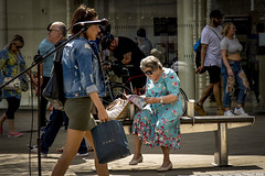 A break from shopping (zolaczakl) Tags: bristol broadmead uk england candid street streetscenes photographybyjeremyfennell nikond7200 nikonafsnikkor24120mmf4gedvrlens people may 2018 bench
