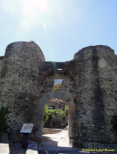 Entrée Nord du village de Castelnou