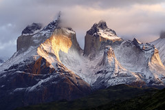 Touching the Peaks (Hubert Streng) Tags: torresdelpaine patagonia sunrise andes snow chile