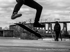F2250467 (Will.Mak) Tags: skateboard street streetphotography streetphotographynyc storyofthestreets astoriapark astoria queens queensnyc newyorkcity newyorkcitylife nyc nyclife newyork blackandwhite bw mon monochrome noir action olympus em1markii m1240mm f28 olympusem1markii olympusm1240mmf28 m1240mmf28 1240mmf28 zuiko