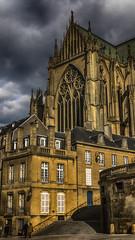 Le jour d'avant (Fred&rique) Tags: lumixfz1000 photoshop raw hdr cathédrale moselle metz architecture ville maisons façades pierres escaliers