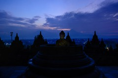 Borobodur 1 (c-u-b) Tags: travelphotography reisefotografie java indonesien indonesia temple borobudur borobudurtemple sonnenaufgang sunrise blue blau buddhismus buddhism tempel contemplation contemplative