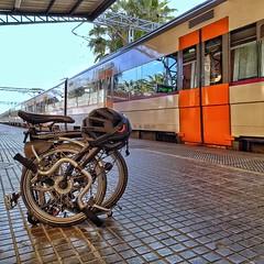 Més lluny ...   -   Further away (Miquel Lleixà Mora [NotPRO]) Tags: igersmataro igersmaresme igerscatalunya igers bike bicicleta bici tren train station estacio platforms andana