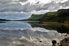 Effet mirroir(mirror effect) (pileath) Tags: lac lake mirror miroir colline hill nuages clouds landscape irlande