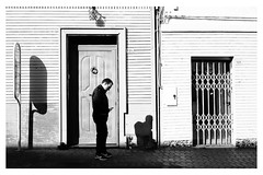 contrasti di pensiero (Davide Ibiza) Tags: 27mm xe3 fujixe3 streetphotography davidebaraldi fujifilm street fujifilmxseries x urban architecture preset fotografando biancoenero inspiration fuji popularphoto sardegnacagliari photooftheday blackandwhite lightroom occhialiverdi assemini sardegna italia it bw