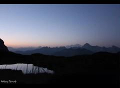 Réveil face aux montagnes. (Sous l'œil d'un objectif) Tags: levédesoleil france alpes lacdepeyre montblanc timelapse