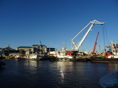 dsc07709 (Mr. Pi) Tags: city waterside crane harbor boats southafrica capetown