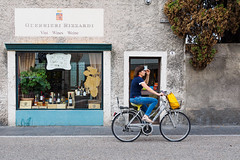 Bardolino 04 (Peter.Bartlett) Tags: olympusomdem1 shopfront people facade doorway bike door lunaphoto urban woman candid wall m43 microfourthirds cycle shopwindow urbanarte sign streetphotography bag peterbartlett bardolino veneto italy it