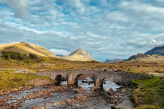 The Bridge (Fede Duran) Tags: bridge landscape scotland field trees sky skyporn landscaper travelphotography traveller clouds cloudy mountains isle skye uk people bluesky paisaje puente arquitectura isla escocia hiking hikes nature ancient old beauty fujifilm fujixseries xt2 16mm wideangle