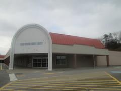 Former Kmart & Bi-Lo (Random Retail) Tags: butler pa store 2017 former bilo supermarket kmart retail abandoned