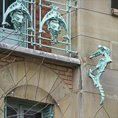 Un des hippocampes du Castel Béranger (Paris) (dalbera) Tags: dalbera artnouveau hippocampe castelbéranger hectorguimard paris france ferronnerie