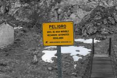 Señal de Peligro - San Isidro - Asturias - Spain (Juan José Pérez) Tags: san isidro asturias spain españa monte nieve rio señal signal