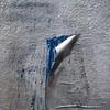 Paradigme de la soumission induite (Gerard Hermand) Tags: 1803252824 gerardhermand france paris canon eos5dmarkii formatcarré mur wall affiche poster papier paper déchiré torn décollé unstuck bleu blue gris grey