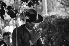 Cochero haciendo tiempo (jantoniojess) Tags: feriadesevilla2018 feriadeabril feria feriadesevilla sombrerocordobés cochero ecuestre equino carruajessevilla calesa paseodecaballos sevilla seville spain andalucía españa carroza caballoandaluz caballos portrait retrato blancoynegro monocromático nikond5200 monochrome blackandwhite