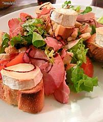 Salade de jambon et chèvre chaud (Setsukoh) Tags: salad salade chèvre fromage jambon pain bread goatcheese cheese food nourriture dish plat repas delicious délicieux haudainville meurtheetmoselle lorraine lothringen grandest france ham zoom grosplan tasty