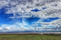 What a sky! 🌞☁🌞 (LeanneHall3 :-)) Tags: talkativeclouds cloudsstormssunsetssunrises blue sky skyscape white clouds riverhumber hull kingstonuponhull green grass landscape samsung
