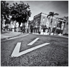 Fotografía Estenopeica (Pinhole Photography) (Black and White Fine Art) Tags: fotografiaestenopeica pinholephotography camaraestenopeica pinholecamera pinhole estenopo estenopeica stenopeika stenopé lenslesscamera camarasinlente sanjuan oldsanjuan viejosanjuan puertorico street photography fotografiacallejera calle streetphotography