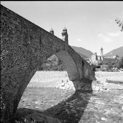 The Bridge - Bobbio (Piacenza) - May 2010 (cava961) Tags: bridge bobbio analogue analogico monochrome monocromo bianconero bw 6x6 o
