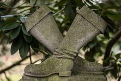 Grabmal Stiefel (michael_hamburg69) Tags: hamburg germany deutschland ohlsdorf friedhof cemetery ohlsdorferfriedhof walterstiefel grabmalstiefel sculpture skulptur boots stiefel standortj28 1946 jürgenstiefel friedastiefel †